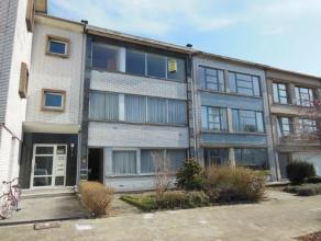 Gezellig appartement (85 m²) gelegen op de 2de verdieping van een kleinschalig gebouw zonder lift! Omvattende: inkomhal met ingemaakte vestiaire;