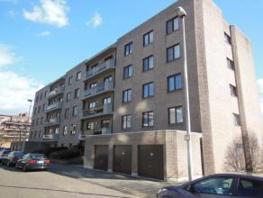 INSTAPKLAAR & LUXUEUS INGERICHT 3-slaapkamer appartement (125 m²) gelegen op de 1ste verdieping van een recent appartementsgebouw! Het appart