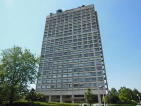 Ruim 3-slaapkamer appartement (150 m²) op de 4de verdieping van een residentieel gebouw, Residentie 'Riverside Tower', met een ruim & open zi