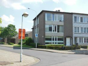 Ruim en goed onderhouden appartement (118 m²) op de 1ste verdieping van een kleinschalig gebouw! Indeling: inkomhal met vestiaire; apart toilet;