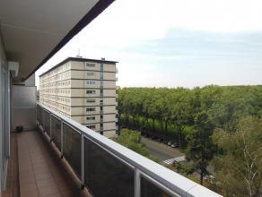 Vernieuwd en instapklaar 1-slaapkamer appartement gelegen op de 7de verdieping van het appartementsgebouw! Omvattende: inkomhal met ingemaakte vestiai