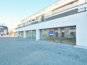 Op het gelijkvloers van Residenties Withof, gelegen langs de Hundelgemsesteenweg in Merelbeke Flora, vindt u deze lichtrijke kantoor- en/of winkelruim