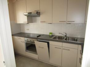 Appartement op eerste verdieping met garagebox<br /> <br /> - Ruime woonkamer<br /> - Aparte keuken voorzien van keramische kookplaat, oven, koel-vrie