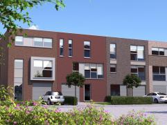 Nieuwe woonwijk rondom een centraal groen plein met halfopen bebouwing van 2 verdiepingen en plat dak. Dit betreft een project van vrije architectuur,