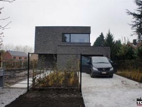 Nieuw te bouwen villa - Lot 7 In samenwerking met Superhuis, promotor, wordt deze nieuw te bouwen villa aangeboden. Ruimte voorradig met drie slaapkam