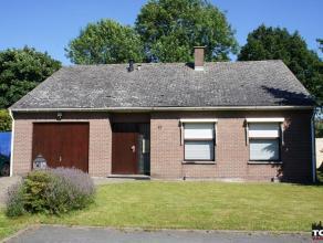Rustig gelegen en aangename laagbouwwoning Gelegen in rustige woonwijk net buiten het centrum van Wommelgem.Via de inkomhal komt U de woning binnen wa