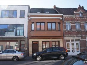Zeer ruime woning met 6 slk Gelegen in het centrum van Berlaar, op wandelafstand van winkels, openbaar vervoer e.a.Het perceel omvat de woning (kelder