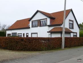 Deze rustig gelegen woning / boerderij in KMOzone (1864m²) met aanpalende landbouwgrond (5393m²) te Wommelgem, is ideaal voor een groot gezi