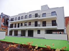 Gezellig dakappartement, gelegen op de 3de verdieping in een nieuwbouw met lift!Het appartement omvat: inkom in leefruimte met ingerichte keuken, berg