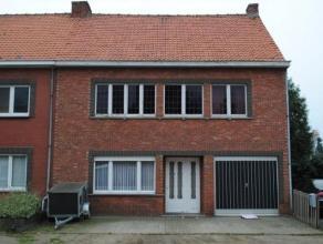 Ruime te renoveren woning met 4 slaapkamers in centrum van Meerhout, op perceel van 325 m². De woning heeft beneden een ruime keuken en woonkamer