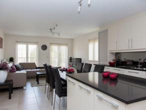 Prachtig duplexappartement op ideale locatie in Meerhout. Dit appartement heeft een ruime open luxekeuken met alle toestellen en een lichte woonkamer.