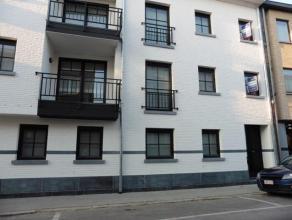 Nieuw gelijkvloers appartement te Herentals centrum, op wandelafstand van het station en de winkelstraat.Het appartement omvat: Inkomhal, 2 slaapkamer