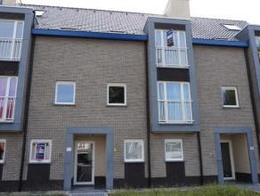 Appartement gelegen op de 1ste verdieping omvattende: Een ruime inkomhal dewelke paalt aan alle ruimtes van het appartement. Het appartement beschikt