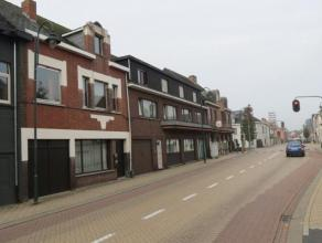 Een handelseigendom met woonst in het centrum van Balen. Gelegen langs de N18 met zeer goede verbindingen Geel-Mol-Leopoldsburg en E313/E34.De complex