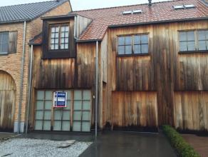 Mooie charmante woning met garage in een rustige straat met enkel plaatselijk verkeer. De woning beschikt over een open keuken, 3 slaapkamers, ingeric