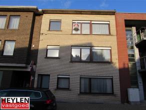 Ruim 2 slaapkamerappartement (112 m²) nabij centrum van Herentals Het appartement bevindt zich op de tweede verdieping van het gebouw en beschikt