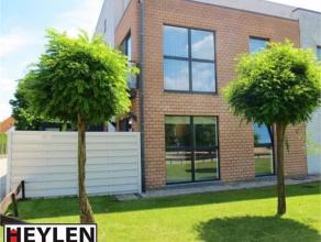 Modern gelijkvloers appartement (73 m²) vlakbij het centrum en de ring van Herentals. Perfect als eerste appartementje. Zowel binnen als buiten i