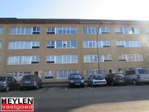 Goed gelegen appartement, tegenover het station en op wandelafstand van het centrum. Ondergrondse staanplaats en berging. EPC: 179 kWh/m² Geen va