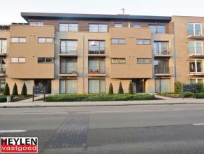 Prachtig modern appartement op toplocatie Lift in het gebouw 1 autostaanplaats in ondergrondse garage Vaste kosten: euro50/maand EPC: 109.98 kWh/m&sup