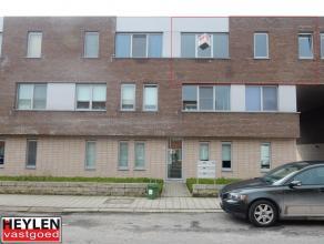 Nieuwbouw appartement inclusief garagebox en 2 slaapkamers. Rustig achterliggend terras. Vaste kosten: euro50/maand EPC: 142 kWh/m²