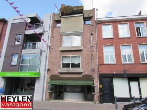 Appartement op toplocatie in Herentals op 2de verdiepingLigging: Het appartement is gelegen in de Bovenrij, het verlengde van de Grote Markt.Alle wink