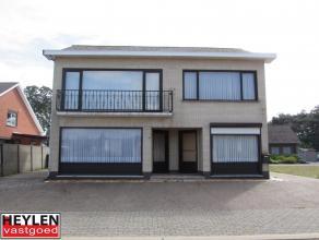 Vrijstaande woning op 497 m²Ligging:Rustig gelegen in Balen Hulsen Indeling:De instapklare woning omvat op de gelijkvloerse verdieping een ruimte