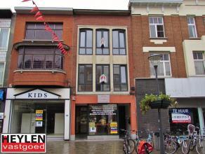 Recent gerenoveerd 2 slpk appartementLigging: Ideale ligging in het centrum van Herentals. Indeling: Leefruimte, keuken, 2 slaapkamers, badkamer, wask