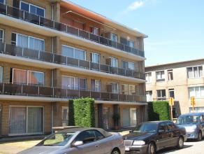 Recent vernieuwd en zeer ruimtelijk ingedeeld 3-slpk appartement met aangenaam terras en handigeberging! Centraal gelegen in het centrum v