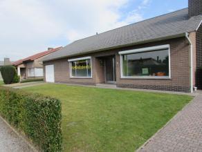 Laagbouwwoning met tuinLigging:Schoonbroek, nabij de autostradeIndeling: De woning omvat een inkomhal,een living met veel lichtinval, een