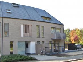 Modern dakappartementLigging: Gelegen net buiten het drukke centrum van Herentals. Indeling: Inkomhal, leefruimte, keuken, berging, badkamer, toilet,