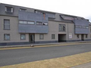 NIEUWBOUW DAKAPPARTEMENT MET 2 SLPK'S, TERRASSEN EN GARAGEIndeling:Inkomhal op stenen vloer. Ruime leefruimte van 48m² op parket met open keuken.