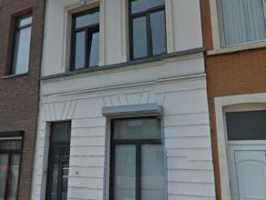 Ruime ééngezinswoning met 4 à 5 slpk's te Wilrijk: (momenteel opgesplitst in 2 appartementen en een studio)Ligging: centraal nabi