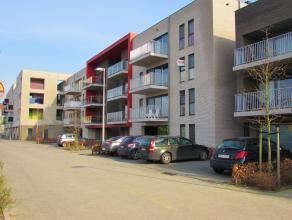 Appartement met 2 slaapkamers en ruim terrasLigging: Gelegen aan het station van Herentals.Vlakbij de winkelstraat, de Grote markt, het Netepark, etc.