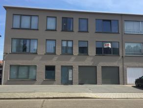 Ligging: in een rustige buurt, nabij het centrumOmschrijving: appartement opde 1e verdiepingmet inkomhal, woonkamer, keuken (koelkast, ove