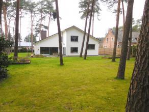 Prachtige villa met 5 slpk's, garage en tuin op een terrein van 1800m².Ligging: Zeer rustig gelegen in groen gebied te RijmenamOmschrijving: Zeer