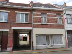 Ruime, totaal te renoveren woning met 3 slaapkamers, grote achterliggende tuin, bijgebouw (100m²) en groot magazijn (205m²) op ca. 107