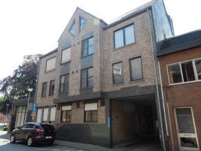 Gezellig en ruim appartement op de 1ste verdieping!Ligging: in het centrum van Herentals, op wandelafstand van de Grote Markt. Indeling: Inkomhal, rui