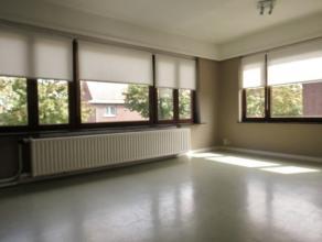 Ruim 3 slaapkamer appartementLigging: Het appartement is gelegen in het centrum van Herentals. Op wandelafstand van supermarkt, openbaar vervoer, wink