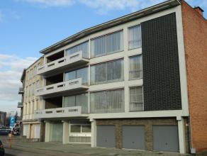 Ruim appartement met 3 slaapkamers, ruim terras, garage Ligging: Gelegen in het centrum van Herentals. Op wandelafstand van het station, winkels, de G