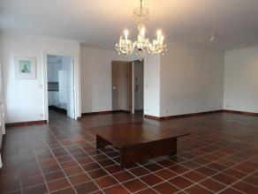 Ruim luxe appartement op toplocatieLigging: Gelegen in hartje Herentals op de Grote Markt. Indeling: Inkomhal, leefruimte, keuken, nachthal, slaapkame