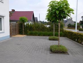 Knap gerenoveerde, ruime, instapklare halfopen woning met aangename, zonnige tuin.4 slaapkamers, perfect onderhouden en voorzien van alle comfor