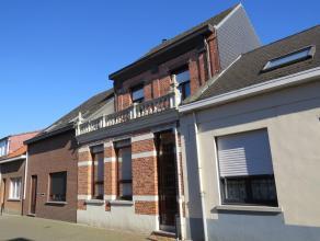 Klein beschrijf mogelijk! Te renoveren karaktervolle woning met 4 à 6 slaapkamers en aangelegde tuin op groot perceel van ca. 400m². Centr