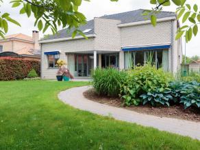 Vrijstaande zeer rustig gelegen woning op 1090m²met beeldige tuin.Ligging: nabij het centrum, maar toch rustig gelegen. Vlotte verbinding m