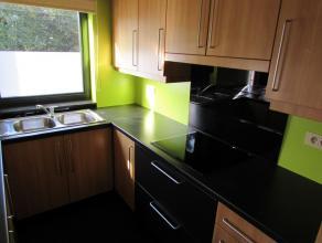 Appartement met rustige liggingLigging: Gelegen net buiten het centrum van Herentals in een rustige omgeving.Indeling: Hal, toilet, leefruimte, keuken