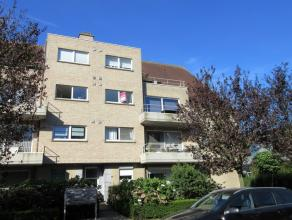 Appartement op tweede verdiep<br /> Indeling: Hal, living, keuken, berging, terras, nachthal, 2 slaapkamers en badkamer.<br /> Kelder en autostaanpla