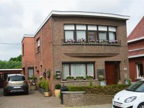 Nette en goed onderhouden ruime woning .  Indeling : inkomhal , woonkamer , eetplaats , keuken , ruime berging , aparte wc , veranda , garage , bergh