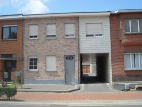 Recent gelijkvloers appartement met bijhorende garage. Dit appartement beschikt over een afzonderlijke ingang en er dienen geen vaste kosten betaald t