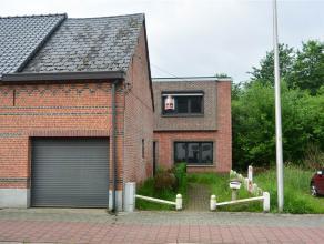 Verder te renoveren woning met grote tuin en garage. Nieuwe ramen en het dak is vernieuwd  en geisoleerd . ( Epc = gemaakt voor deze vernieuwingen ) I
