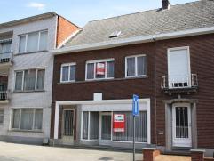 Gesloten bebouwing gelegen op een perceel van 1a 35ca in het centrum van Putte.  Deze woonst biedt tal van mogelijkheden voor zowel eigen bewoning a
