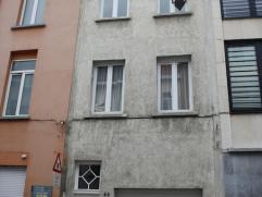 Recent gerenoveerde dakstudio in een kleinschalig gebouw met 3 verdiepingen en een gemeenschappelijk terras.  Via de authentieke traphal komt u tere